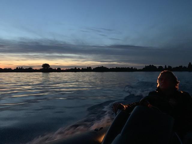 Vakantiehuis aan het water, Westeinderplas by night